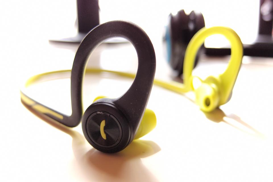 PLANTRONICS Bluetooth スポーツ用ワイヤレスヘッドセット(ステレオイヤホンタイプ) BackBeat Fit Blue BACKBEATFIT-BL